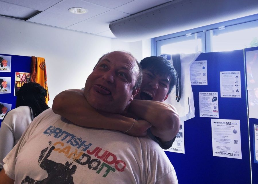 Oscar finally manages to strangle the coach at Bradford freshers fayre